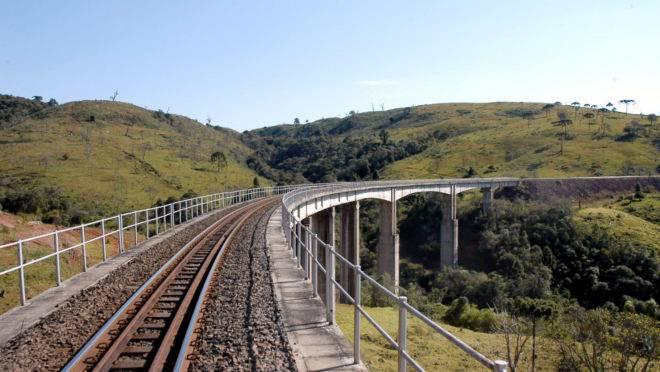 Governo do Paraná quer incentivar a expansão férrea, para aumentar a quantidade de cargas transportadas por trens.
