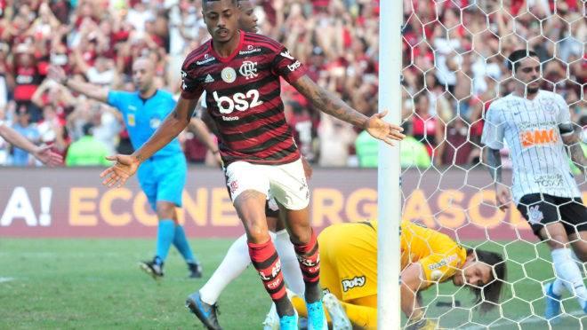 Flamengo lidera o Brasileirão com folga