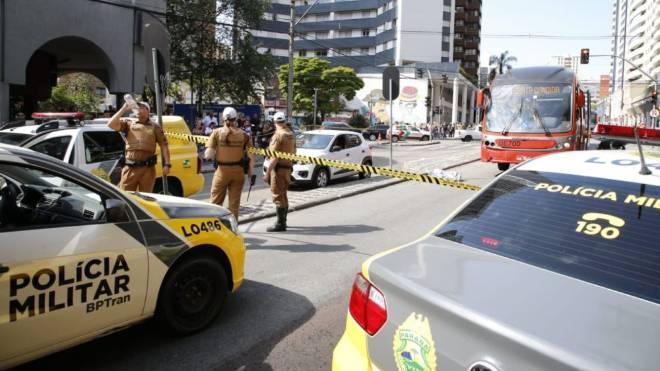 Idosa morreu ao ser atropelada por biarticulado na Avenida República Argentina.