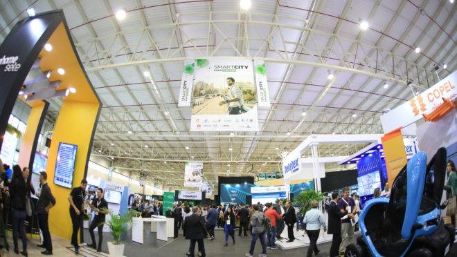 Pavilhão da Smart City Expo, feira de inovação realizada em Curitiba em março de 2019.