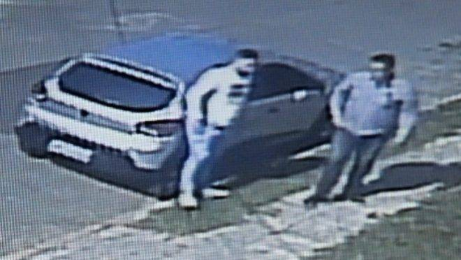 Os assaltantes chegaram no local por volta das 15h da tarde de quinta-feira (3).