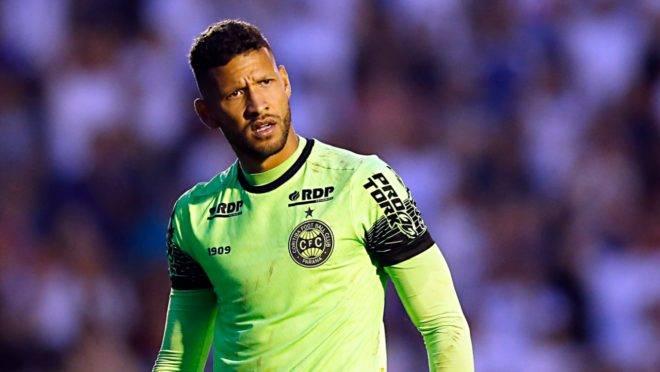 Goleiro Rafael Martins jogou no lugar do suspenso Alex Muralha.  Foto: Albari Rosa/Gazeta do Povo