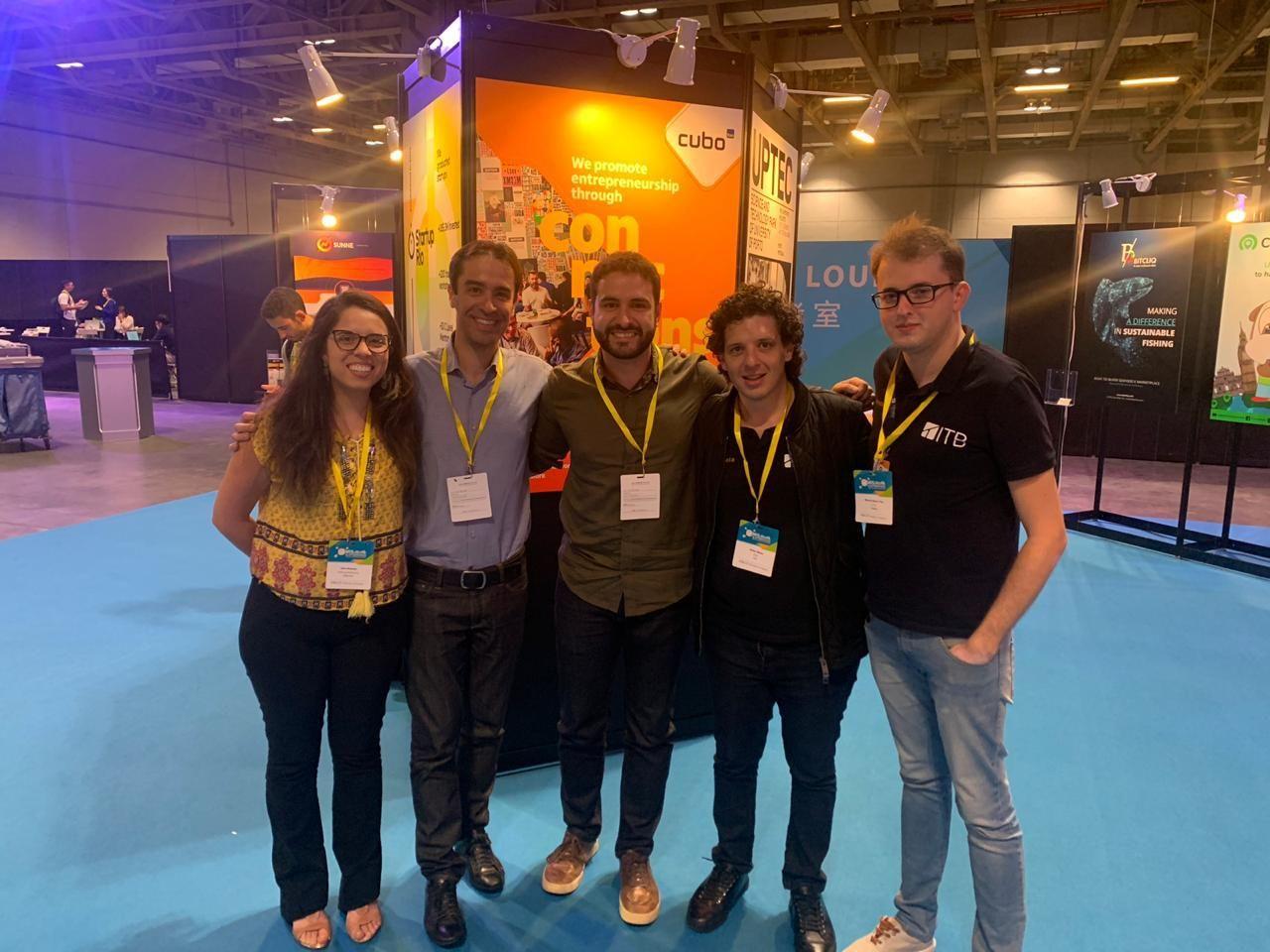 Grupo de jovens empreendedores que participaram da missão do Cubo a Macau