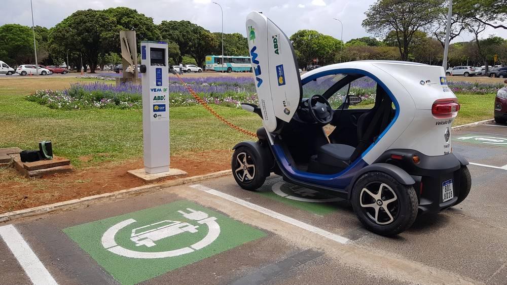 Estacionamento para elétricos no Palácio Buriti, em Brasília. Foto: Renyere Trovão/ Gazeta do Povo