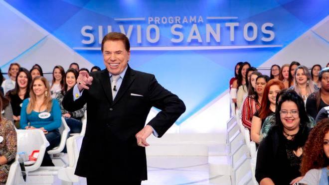 """Depois de promover concurso de miss infantil, Silvio Santos aparece, em vídeo de 2016, perguntando se menina prefere """"sexo, poder ou dinheiro""""."""