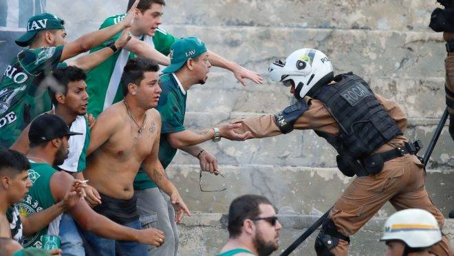 Confusão na torcida do Coritiba marcou o último Paratiba.