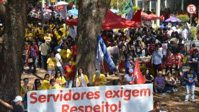 Servidores públicos federais, em protesto em 2015, em Brasília