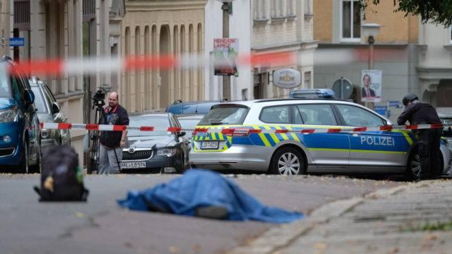 Polícia bloqueia a área onde ocorreu um tiroteio em Halle an der Saale, leste da Alemanha