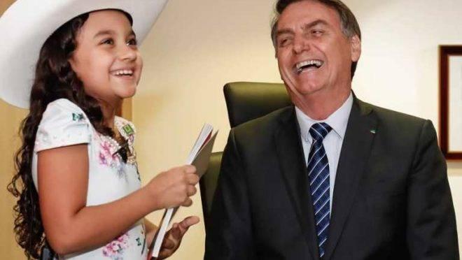 Encontro da jornalista mirim Esther Castilho com Bolsonaro estava previsto na agenda oficial