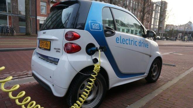 """Problemas na cadeia de produção e eficiência dos carros """"normais"""" mostram que carros elétricos não são a solução para todos os nossos problemas."""