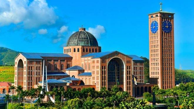 Santuário Nacional de Aparecida, segunda maior basílica do mundo, espera receber  340 mil fiéis até o dia 12 de outubro.