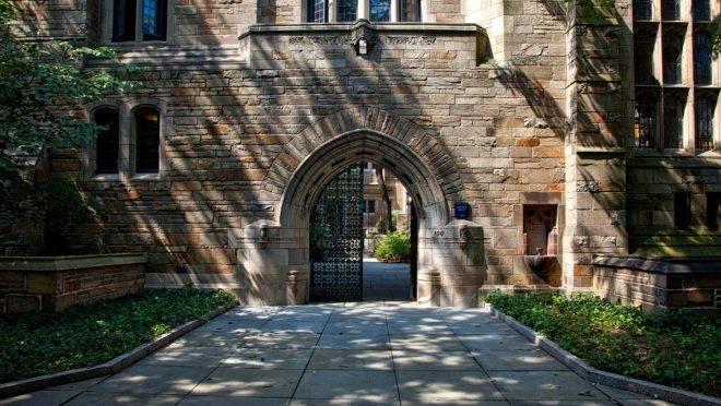 Os intelectuais formados em instituições de prestígio, como Harvard e Yale (foto), trabalham para desacreditar nosso passado e demolir nosso futuro.