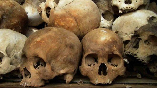 Caveiras em um memorial às vítimas do Khmer Vermelho nos campos de extermínio do Camboja.