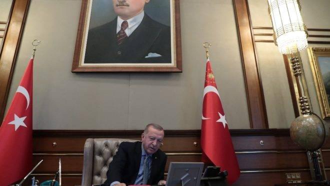 O presidente da Turquia, Recep Tayyip Erdogan, anuncia lançamento de ofensiva contra forças curdas no norte da Síria, 9 de outubro de 2019, em Ancara