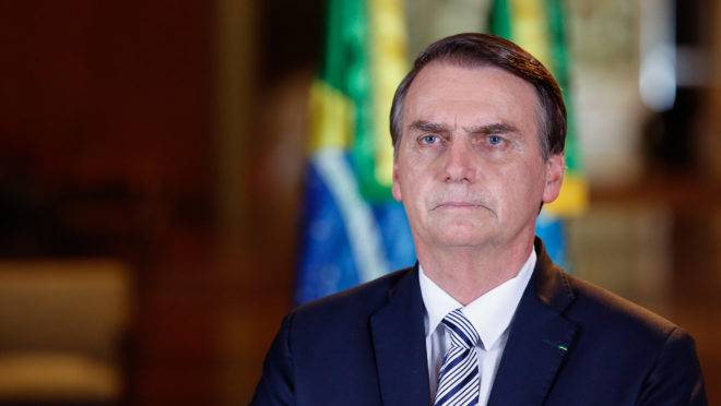 Jair Bolsonaro estaria descontente com a gestão dos fundos partidário e eleitoral feita pelo presidente do PSL, Luciano Bivar.