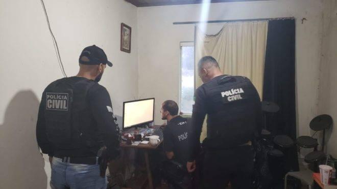 Policiais buscam imagens de exploração sexual infantil na operação desta quinta.