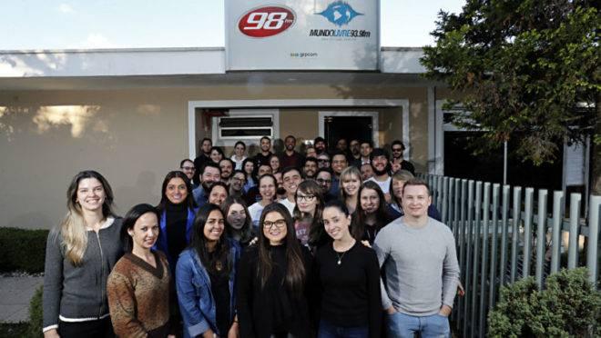 Sucessos e bons resultados acompanham a marca da 98FM desde 1988.