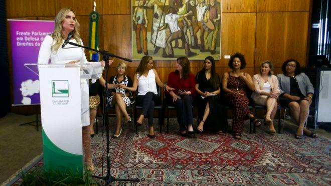 Lançamento da Frente Parlamentar em Defesa dos Direitos da Mulher, no Congresso, em fevereiro de 2019. Em destaque, a deputada Celina Leão (PP-DF).