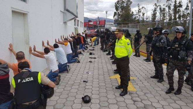 Autoridades do Equador detêm estrangeiros no aeroporto de Quito que teriam informações sobre o presidente Moreno