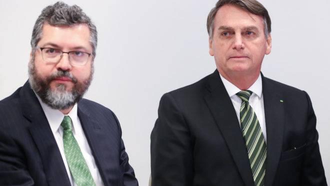 O ministro das Relações Exteriores, Ernesto Araújo, e o presidente da República, Jair Bolsonaro