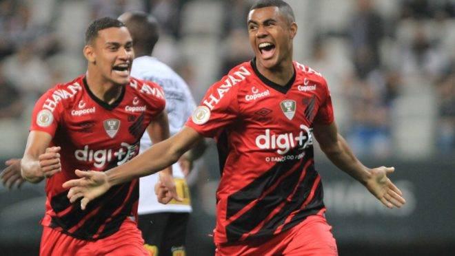 Erick comemora o segundo gol do Athletico. Foto: HENRIQUE BARRETO/FUTURA PRESS/ESTADÃO CONTEÚDO