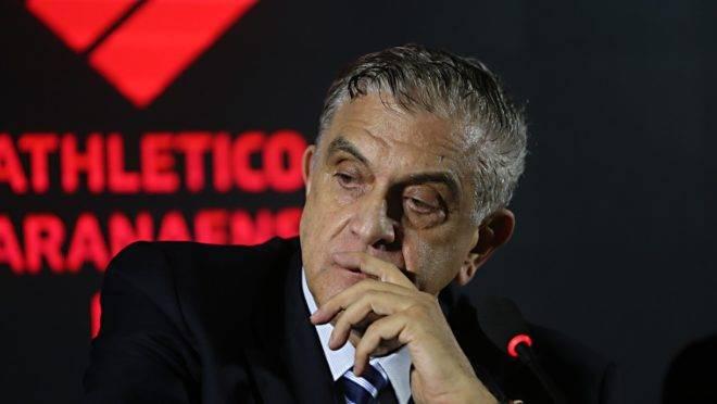 Negociação entre Tiago Nunes e Mario Celso Petraglia teve um desfecho rápido. Técnico recusou o Furacão e acertou com o Corinthians