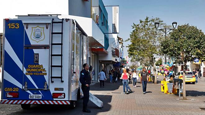 Guardas municipais fazem vigilância em área centra de São José dos Pinhais