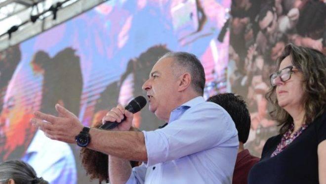 Sérgio Nobre discursa no congresso da CUT.