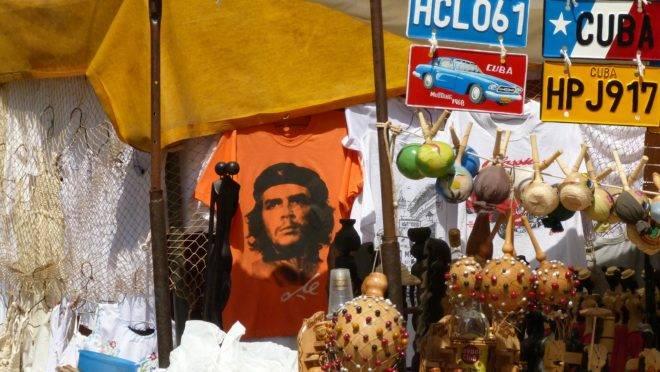 Che Guevara não era herói. Por isso, pense duas vezes antes de colocar uma camiseta do Che Guevara na sua lista de presentes de Natal este ano.