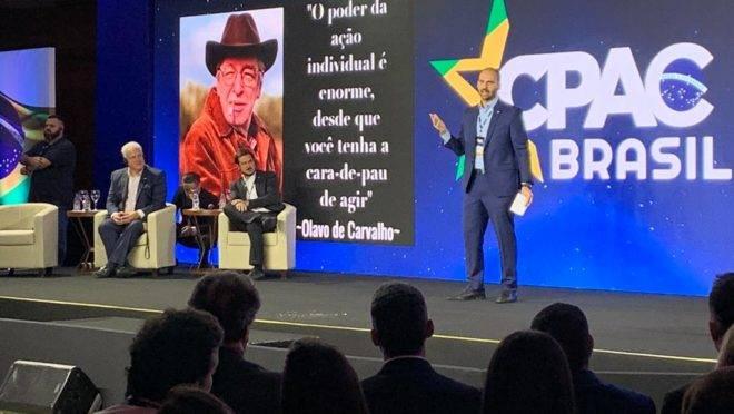 O deputado federal Eduardo Bolsonaro fala no primeiro dia da CPAC Brasil
