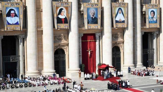 Cerimônia da canonização de Irmã Dulce e mais quatro novos santos católicos no Vaticano.