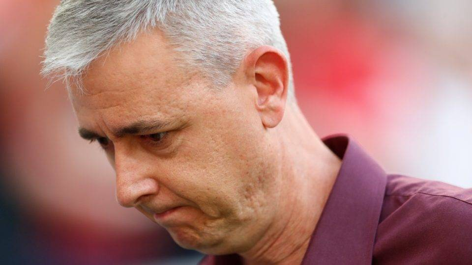 Técnico do Athletico reclama de Arena sem lotação máxima e exime goleiro de culpa em revés