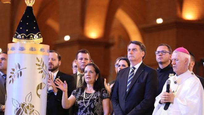 Bolsonaro participou de missa no Santuário Nacional de Nossa Senhora de Aparecida