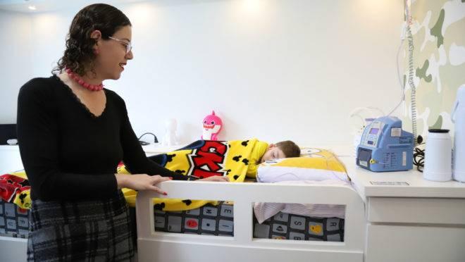 Canal exclusivo criado pela Copel traz alívio a Letícia Fanini e o filho Lorenzo e mais 3,5 mil famílias cujos entes dependem de aparelhos para viver.