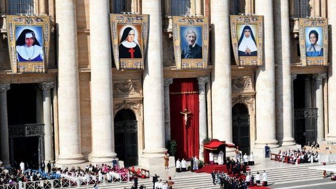 Missa de canonização da irmã Dulce e outros quatro novos santos em 13 de outubro de 2019, no Vaticano.