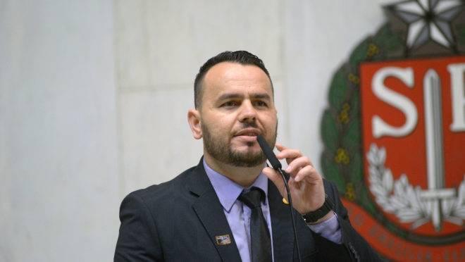O deputado estadual Gil Diniz (PSL), ex-assessor de Eduardo Bolsonaro.