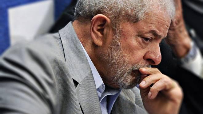 Lula pensativo