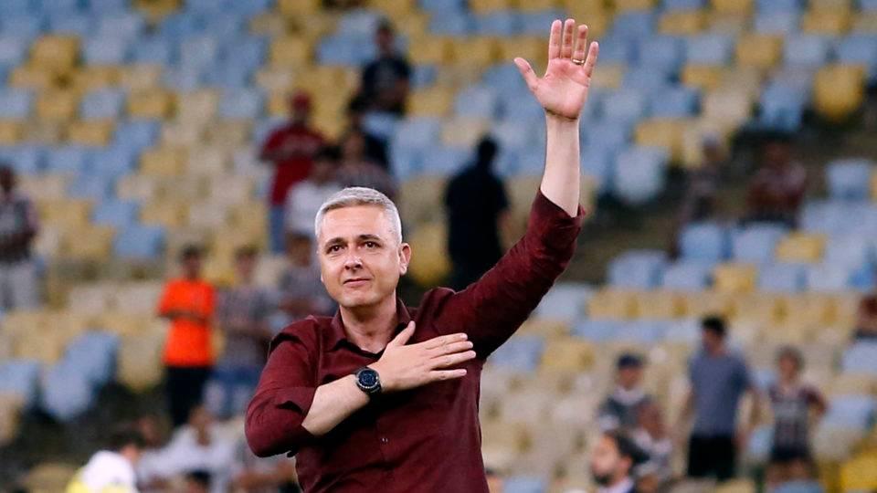 Tiago Nunes celebra mais um triunfo no Maraca e força do Athletico como visitante