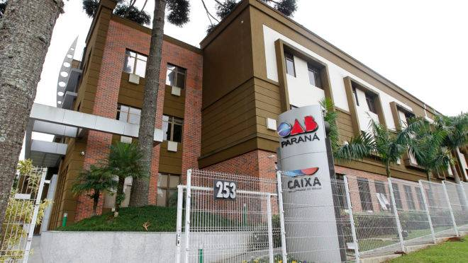 Fachada da sede da OAB em Curitiba.