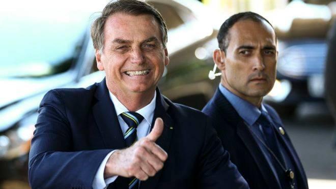 Bolsonaro assinou a ficha de desfiliação do PSL nesta tarde em seu gabinete no Planalto.