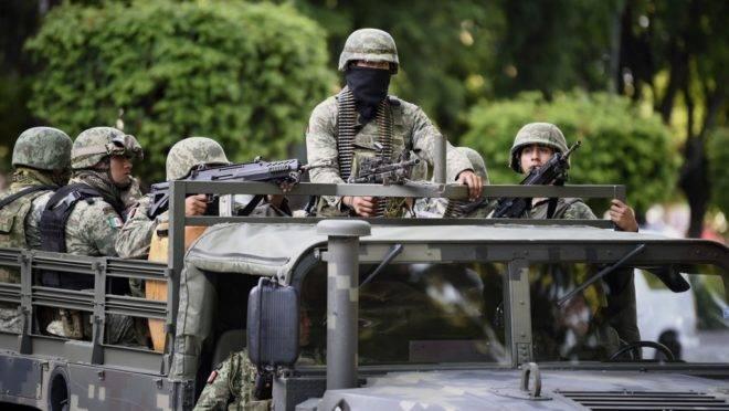Soldados patrulham o palácio do governo em Culiacán, estado de Sinaloa, México, 18 de outubro
