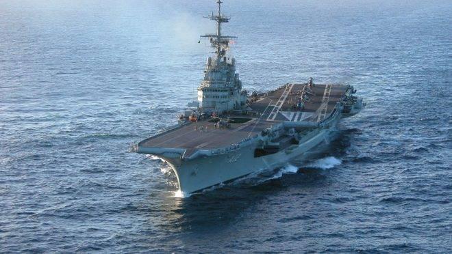 O porta-aviões São Paulo, da Marinha do Brasil.