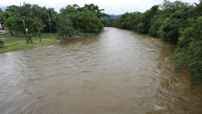 Rio Nhundiaquara.