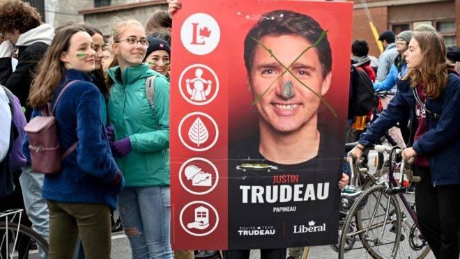 Estudantes participam de protesto sobre mudanças climáticas em Montreal, 18 de outubro de 2019