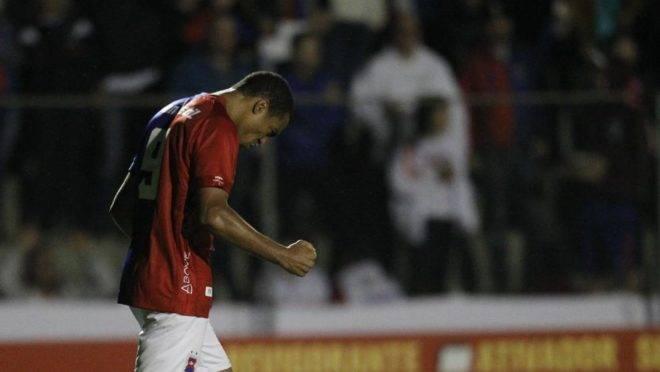 Jenison decepcionou contra o Figueirense.