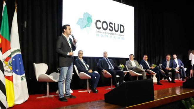 Governador Ratinho Junior fala durante encontro dos sete governadores das regiões Sul e Sudeste, em Florianópolis (SC).