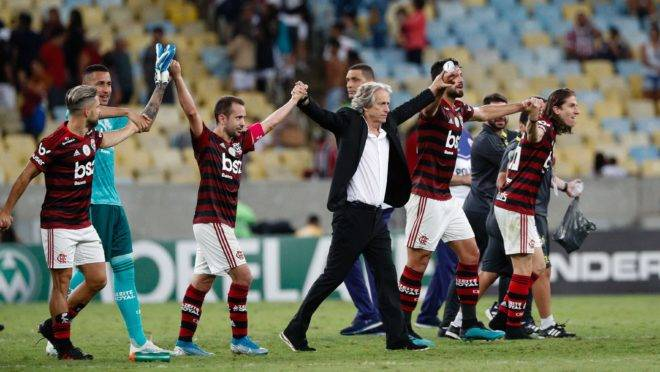 Jogadores do Flamengo comemoram a vitória por 2 a 0 diante do Fluminense, válida pela 27ª rodada do Campeonato Brasileiro 2019, no Estádio do Maracanã.