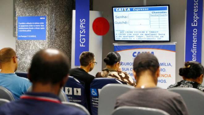 Saque do FGTS para não correntistas da Caixa começou na última sexta-feira (18).