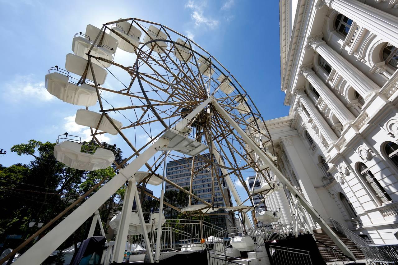 A roda gigante vai ficar será uma das atrações da Praça Santos Andrade. Foto: Aniele Nascimento/Gazeta do Povo