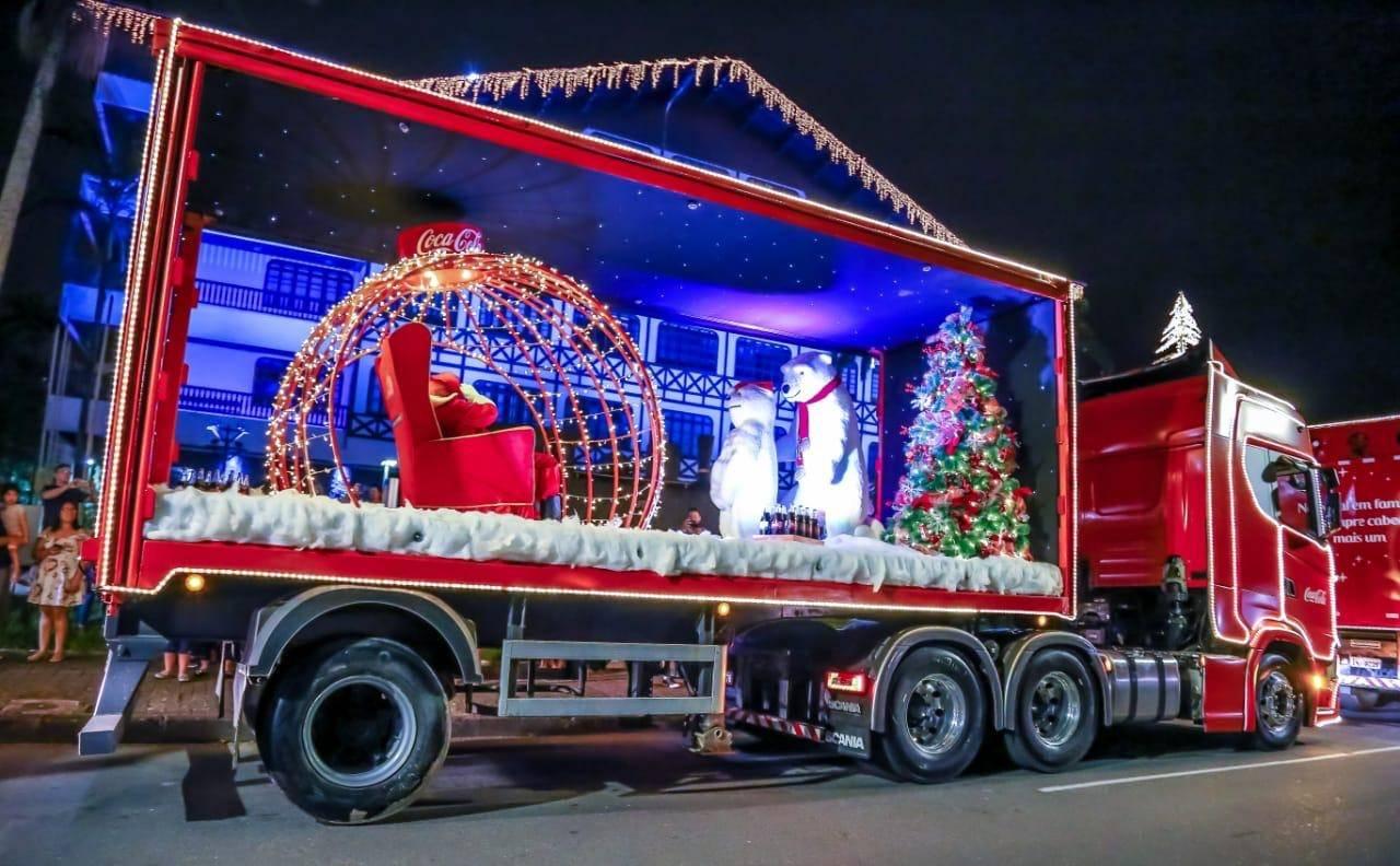 A caravana de natal da Coca-Cola passou por diferentes bairros da capital no ano passado. Foto: Divulgação